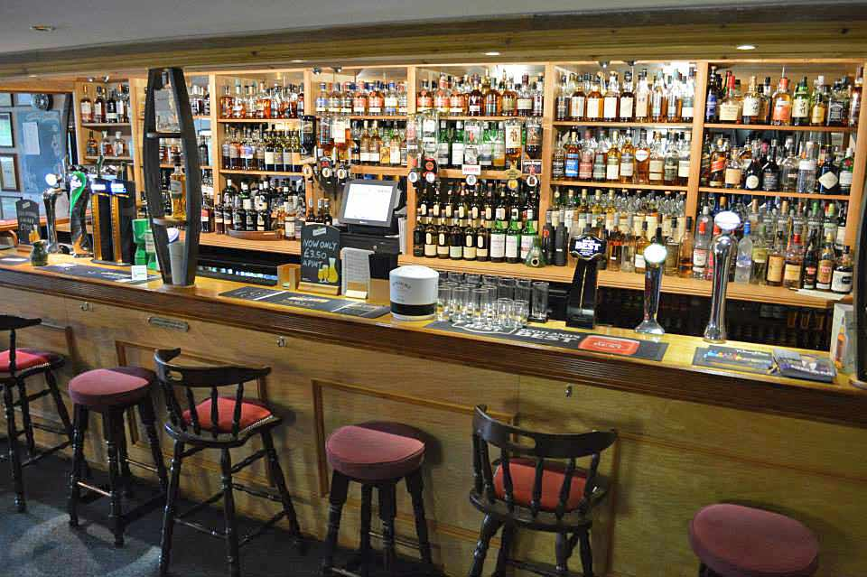 ballygrant-inn-bar-new3