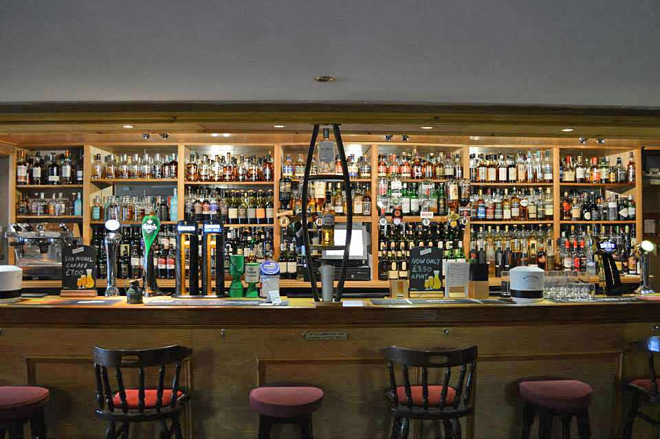ballygrant-inn-bar-new4